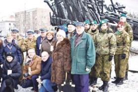 Stowarzyszenie Łagierników Żołnierzy AK wraz zuczniami ILO PUL wWołominie whołdzie Niezłomnym