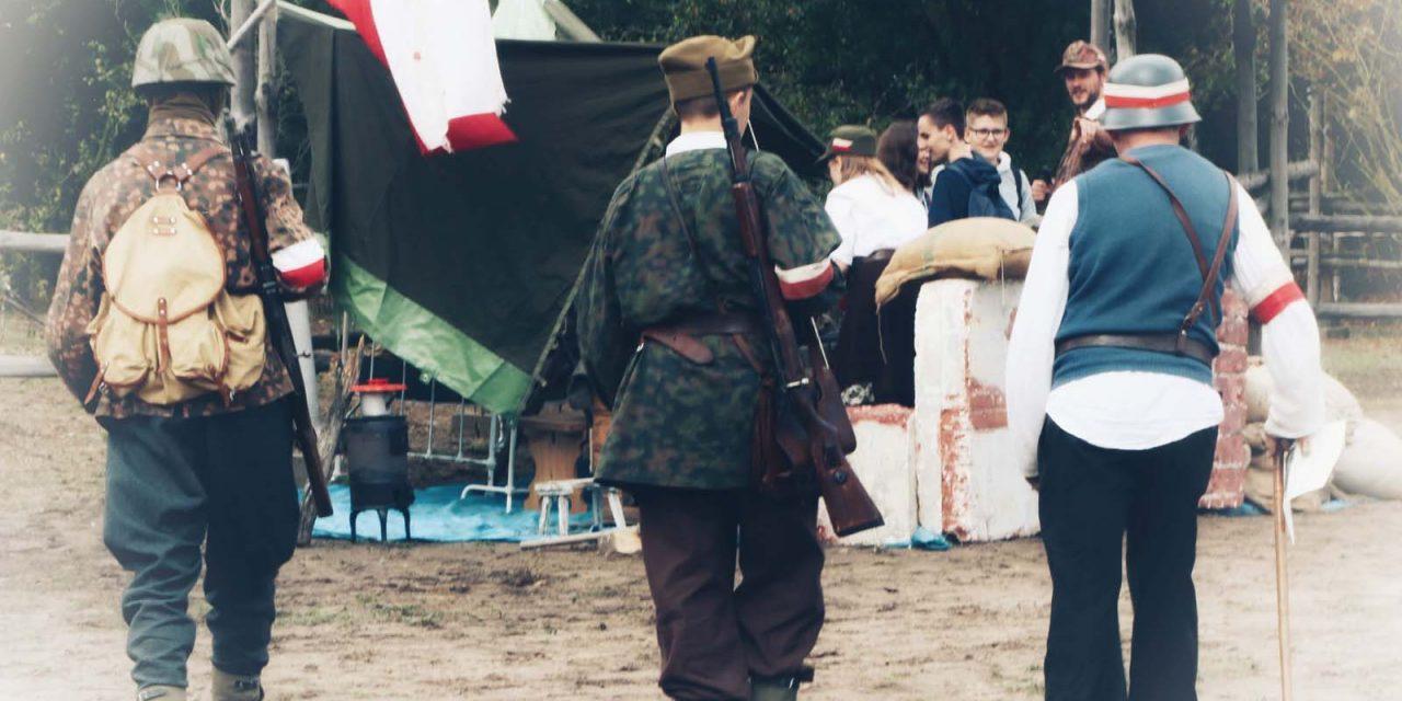 """Ogólnopolski rodzinny festyn historyczny """"Walczącym oNiepodległość"""" Muzeum Lwowa iKresów, Kuklówka, 15.09.2018r."""