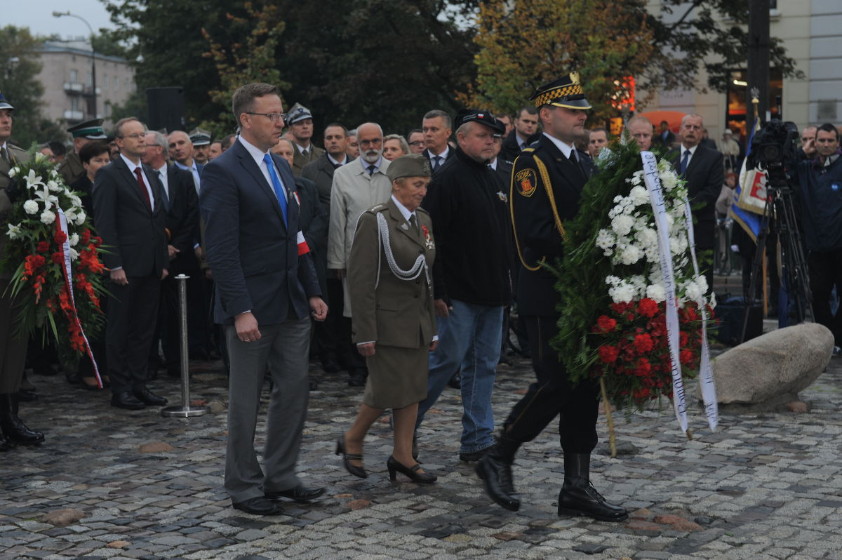 Uroczyste Obchody 74 rocznicy agresji sowieckiej naPolskę przedPomnikiem Poległym iPomordowanym naWschodzie.