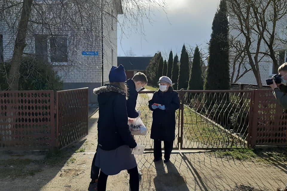 Przekazanie paczek naBiałorusi